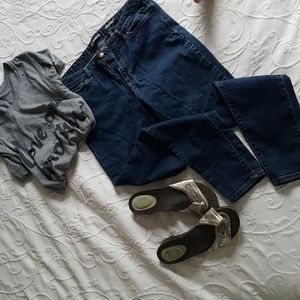 🌾3 for 30 Joe fresh jeans classic slim